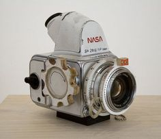 A handmade NASA Hasselblad camera, by artist Tom Sachs. Modified Hasselblad cameras were used during the Apollo program missions when man first landed on the Moon. Almost all of the still photographs taken during these missions used these. Dslr Photography Tips, Photography Equipment, Pregnancy Photography, Film Photography, Travel Photography, Antique Cameras, Vintage Cameras, Camera Photos, Classic Camera