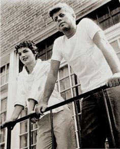 Fashion photos of Jackie Kennedy Onassis - john-f-kennedy-jackie-onassis-b and w photo.jpg
