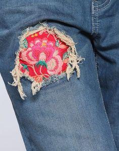 Stylish Broken Hole Embroidery Jeans