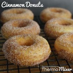 Homemade donuts are surprisingly easy and much healthier than most store bought … - Donut recipes Donut Recipes, Cake Recipes, Cooking Recipes, Bellini Recipe, Thermomix Desserts, Thermomix Bread, Thermomix Recipes Healthy, Cinnamon Donuts, Baked Donuts
