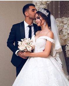 Muslim Wedding Dresses, Princess Wedding Dresses, Best Wedding Dresses, Wedding Couple Poses, Wedding Couples, Wedding Goals, Wedding Pics, Wedding Makeup Looks, Bridal Hair Vine