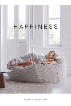 Ein moderner Sitzsack mit Cord Bezug für gemütliche Stunden zum Entspannen! Der große Sitzsack macht im Wohnzimmer einiges her! // Sitzsack Wohnzimmer Grau Cord Gemütlich Lounge Sitzmöbel #Wohnzimmerideen #Sitzsack #Happiness