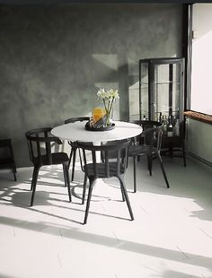 Docksta table- would also be open to all black chairs - Ikea docksta table Small Living, Living Spaces, Ikea Ps 2012, Black Round Table, Mesa Tulip, Tulip Table, Black Chairs, Dining Table Chairs, Breakfast Nook