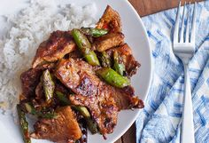 Pork & Asparagus with Chile-Garlic Sauce by Andrew Zimmern from Bizarre Foods Pork Recipes, Wine Recipes, Asian Recipes, Cooking Recipes, Healthy Recipes, Le Diner, Garlic Sauce, Pork Dishes, Asian Cooking