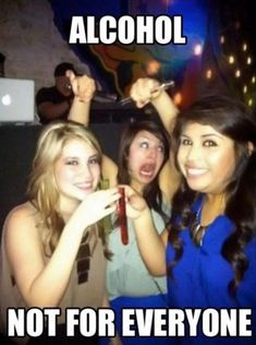 39 Funny Pictures Of Drunk People That Prove Tequila Is The Devil Funny Drunk Pictures, Funny Pictures With Captions, Fail Pictures, Friend Pictures, Funny Photos, Drunk Memes, Funny Jokes, Funny Commercials, Funny Ads