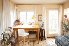 We take a personal look into the home of Nashville landscape artist Emily Leonard Southard.