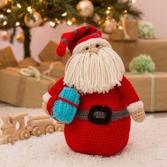 Red Heart Huggable Santa Pillow in color Crochet Christmas Decorations, Crochet Christmas Trees, Crochet Decoration, Christmas Crochet Patterns, Holiday Crochet, Christmas Crafts For Gifts, Christmas Items, Christmas Displays, Gift Crafts