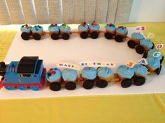 Thomas The Train Cupcake Cake Idea For Your Little One!(Double tap for full view) too cute!!