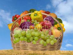 Cestino di frutta e verdura © Maurizio Pontini  Categoria:Gastronomia >> Alimentazione >> Antipasto / Insalata Categoria concettuale:Benessere >> Salute >> Nutrizione