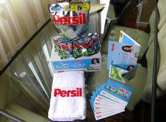 Am primit coletul, l-am desfăcut cu mult entuziasm, iar acum capsulele cu pudră și gel de la #Persil vor fi supuse la test în mașina de spălat. Urmează rezultatele. Mulțumesc BUZZStore ! Dacă vrei să intri și tu în comunitatea BUZZStore și să testezi gratuit la tine acasă o mulțime de produse, accesează accest link: http://buzzers.ro/invite/a943df9da18fb4184508622364bda13d