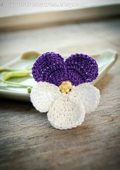 Handmade Crochet Bookmark Violet Pansy Flower by joyoustreasures Handmade Crochet Bookmark Violet Pansy - no instructions but good for ideas Pansies are such a lovely flower. My handmade bookmarks are great for gifts, and are crocheted from quality cotton Crochet Motifs, Crochet Flower Patterns, Crochet Stitches, Crochet Poppy Free Pattern, Crochet Bookmarks, Handmade Bookmarks, Knitted Flowers, Crochet Gifts, Diy Crochet