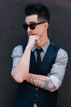 Beautiful photos of Brendon Urie - Panic at the disco..... Like DAMN!