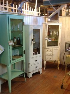 Vintage Medical Cabinets are a great idea for storage and very unique. Vintage Medical Cabinet, Vintage Bathroom Cabinet, Rustic Storage Cabinets, Kitchen Design Open, Bathroom Storage, Shabby Vintage, Vintage Furniture, Medical Cabinets, New Homes