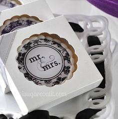 Beautiful wedding cookie favors #timelesstreasure.theaspenshops.com