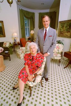 American Presidents, Us Presidents, American History, Barbara George, George Hw, George Bush Family, First Lady Of America, White House Christmas Tree, American First Ladies