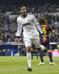 If it is helmed by the tandem Pepe-Sergio Ramos at Real Madrid, Raphael Varane remains one of the most promising players in the world. First Football, Football Love, Best Football Team, Real Madrid History, Real Madrid Football Club, James Rodriguez, World Of Sports, Good Looking Men, Sergio Ramos