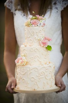 not certain that these are so Rustic(?) - but they are pretty ~ photographer: Javon Longieliere Photography || cake baker: Yes It's Cake!
