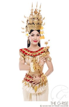 Cambodia Thai Fashion, White Fashion, Japanese Fashion, Traditional Thai Clothing, Traditional Dresses, Fashion Terminology, Thai Dress, Khmer Wedding, Wedding Costumes