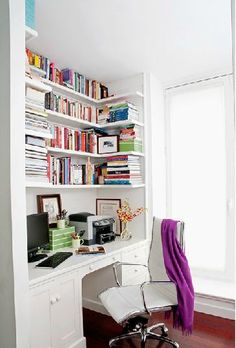 built in desk in a home office with the shelves covered in books Office Nook, Corner Office, Desk Nook, Desk Space, Built In Desk, Built Ins, Desk Shelves, Corner Shelving, Office Bookshelves