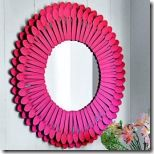 DIY Plastic Spoon Mirror (CE) this is such a great idea to use plastic spoons you would never be able to tell that this is made from something so inexpensive Plastic Spoon Mirror, Plastic Spoons, Mirror Crafts, Diy Mirror, Mirror Makeover, Mirror Art, Wall Mirrors, Diy Projects To Try, Craft Projects