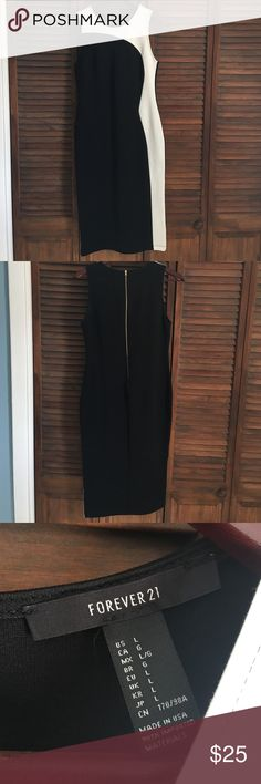"""NWOT Black & White Midi Body Con Dress NWOT. SIZE L. Black and white midi dress. Body con style. Gold zipper on back. Very sexy dress. Never worn out. Only tried on. But sat in my closet and was never worn. I am 5'3"""" and the bottom hem hits below my knee. The white portion of the dress really accentuates the waist. OFFERS ARE WELCOMED. 😊 33% nylon 62% viscose 5% spandex Forever 21 Dresses Midi"""