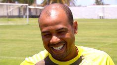 """""""Vale quase tudo"""", diz Gil em retorno aos gramados após quatro anos #globoesporte"""