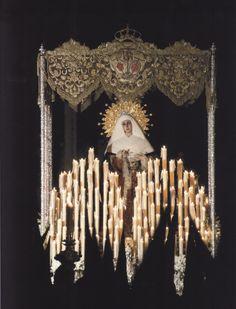 Virgen de las Aguas (Hermandad del Museo) Palio elegantísimo donde los haya
