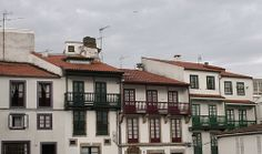Balcones Betanzos 2 Multi Story Building, Mansions, Architecture, House Styles, Home Decor, Balconies, Wood, Arquitetura, Decoration Home