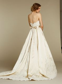 Wedding Dress Elegance  Lovely wedding gowns if you're looking! (And even if you're not!)