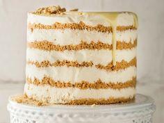 Witsjokolade-maaskaastert Cheesecake Mousse Recipe, Mousse Cake, Fridge Cake, Cake Recipes, Dessert Recipes, Yummy Recipes, Apple Crumble Recipe, Cookie Desserts, Easy Snacks