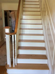 This oak staircase is straight (two-tone natural oak colour) with white risers, white wooden spindles, and a fluted box newel post. Check out the testimonial video here: https://youtu.be/EGkWOWBzgqA [Heidi - Markham]