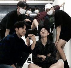 gambar ulzzang and friends Korean Boys Ulzzang, Cute Korean Boys, Ulzzang Couple, Ulzzang Boy, Asian Boys, Cute Boys, Korean Girl, Parejas Goals Tumblr, Rafael Miller