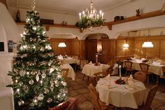 Advent am warmen Kaminfeuer in einem Restaurant in München Süd - Im Waldgasthof Buchenhain erleben Sie zauberhafte und genussvolle Momente im Advent in München. Lassen Sie sich verwöhnen mit kulinarischen Köstlichkeiten und genießen Sie die festliche Atmosphäre im Restaurant in München Süd.