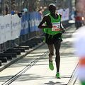 Lauf wie Forrest Gump und mach mit beim Vienna City Marathon 2012! Oder mach Pause und feuere die Teilnehmer an. Am Sonntag in Wien.