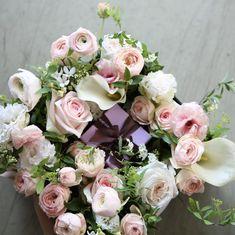이미지: 사람 1명, 꽃 Floral Wreath, Wreaths, Flowers, Instagram, Decor, Decorating, Flower Crowns, Door Wreaths, Floral