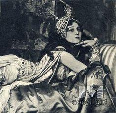 Ida Rubinstein as Cleopatra