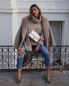winter outfits london White vintage Chanel bag via - winteroutfits White Chanel Bag, Vintage Chanel Bag, Chanel Outfit, Fall Winter Outfits, Autumn Winter Fashion, Fashion Tips For Women, Womens Fashion, Fashion Trends, Fashion Ideas
