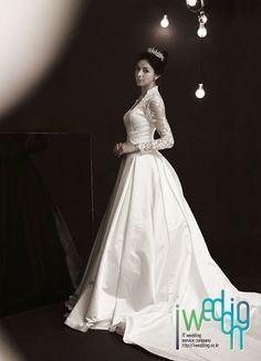 [아이웨딩] 케이트 미들턴 드레스 스타일은 웨딩드레스계의 대세가 되었네요!