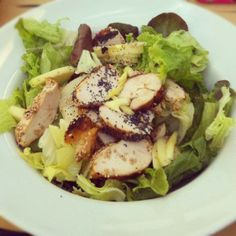 itsfuntobehappy #FOOD Grilled chicken salad with apple for lunch today!  Berni, Milan  ~Marta~