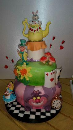 #sugarcake #cakedesigne #birthdaycake #alicecake