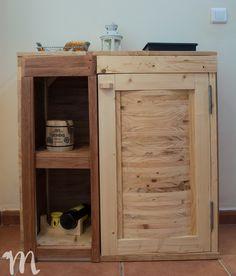 Armario de cocina fabricado con madera de palets ecológica y reciclada. Kitchen Cupboard Handles, Pallet Projects, Bathroom Medicine Cabinet, Liquor Cabinet, Storage, Furniture, Home Decor, Rustic Furniture, Window Boxes