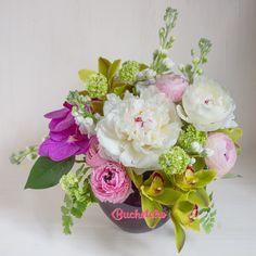 Bună dimineața!  La noi în atelier e plin de bujori și suntem împresurați de parfumul lor minunat.   Voi cum ați început săptămâna?   #livrareflori #florarie