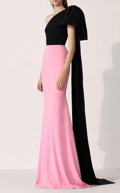 Shop Anderson Two-Tone Crepe Gown. Crafted gorgeously from two-tone crepe, Alex Perry applies the concept of color blocking to a very formal silhouette. Elegant Dresses For Women, Pretty Dresses, Casual Dresses, Fashion Dresses, Fall Dresses, Long Dresses, Prom Dresses, Formal Dresses, Classy Dress