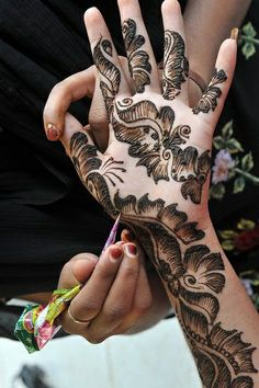 21 Mind Blowing Indian/Pakistan Mehendi Designs To Inspire You Wedding Henna Designs, Simple Arabic Mehndi Designs, Indian Mehndi Designs, Mehndi Designs 2018, Stylish Mehndi Designs, Mehndi Designs For Fingers, Beautiful Mehndi Design, Henna Tattoo Designs, Mehandi Designs