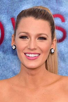 With that flawless bone structure & gorgeous blonde hair, we're obsessed with Blake's hair and makeup looks...