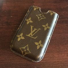 Louis Vuitton iPhone 4 Case or Card Holder Made for iPhone 4 but will fit buisness cards or small items. Can be used as a pen or pencil holder as well. Well loved but still has tons of life left. Main issue is glazing on edges. Date Code CT4027. Made in France stamped and indicated by date code. Made in the 42nd week of 2007. Louis Vuitton Accessories Phone Cases