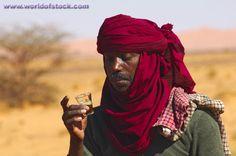 Tuareg Clothing | Arab Tea Ceremony, Tuareg Man Tasting The Traditional Sweet Mint Rea ...
