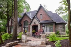 Ideas house exterior brick and stone arches Exterior Siding Colors, Exterior Design, Exterior Trim, Black Exterior, Corner House, House Front, Brick Cottage, Mountain Cottage, Brick Colors