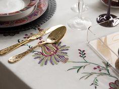 Brillo en la #mesa #menaje #vajilla #dorado #oro #mantelería #cubertería