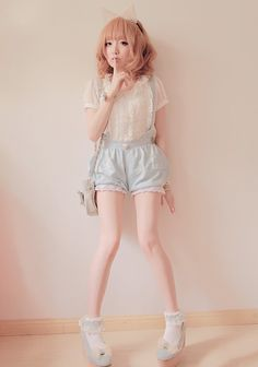 Heartie Pumpkin Shorts 34$ (I also love the model's whole outfit cx)